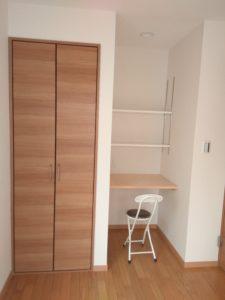 中野区賃貸アパートシェアハウス女性専用202室内収納と机
