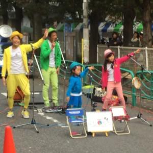 高円寺フェスで披露する子どもたち