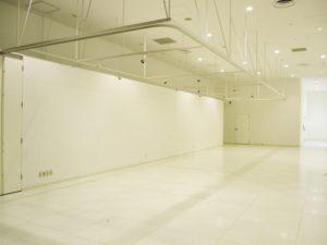 内装が白い会場テナント