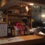 高円寺の人気グルメパテやのカウンター